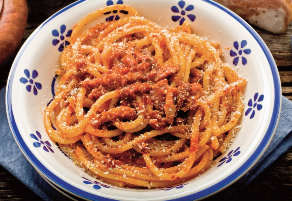 """Pasta all'amatriciana con pecorino romano dop"